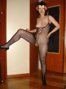 Голая русская дама в маске - фото #12