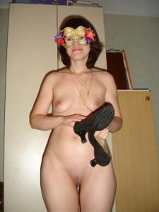 Голая русская дама в маске - фото #15