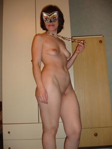 Голая русская дама в маске - фото #9