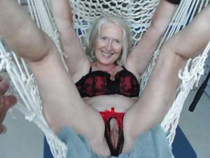 Пожилая развратница из Канады - фото #26