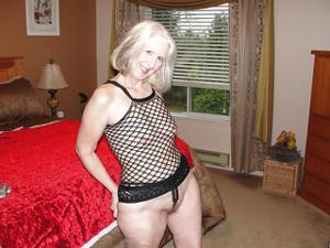 Пожилая развратница из Канады - фото #36
