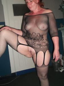 Широкозадая милфа в прозрачном нижнем белье - фото #8
