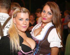 Ядренные немки в национальных костюмах - фото #12
