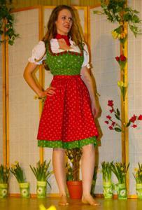 Ядренные немки в национальных костюмах - фото #13