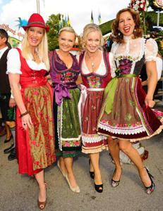 Ядренные немки в национальных костюмах - фото #25