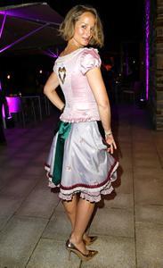 Ядренные немки в национальных костюмах - фото #29