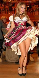 Ядренные немки в национальных костюмах - фото #5