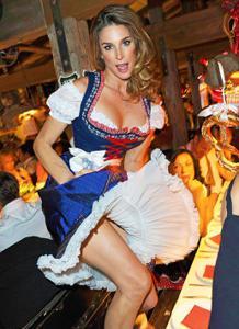 Ядренные немки в национальных костюмах - фото #8