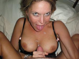 Дама с силиконом любит сперму - фото #11