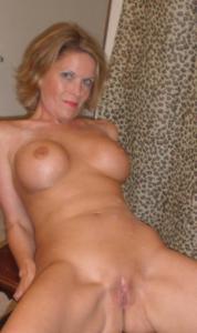 Дама с силиконом любит сперму - фото #16