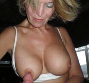 Дама с силиконом любит сперму - фото #46