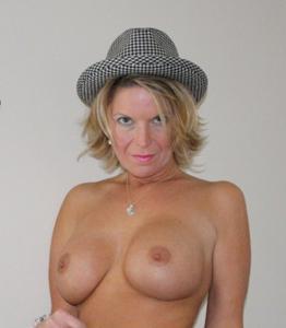 Дама с силиконом любит сперму - фото #7