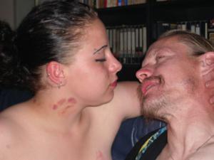 Немка любит пить пиво и целоваться - фото #10