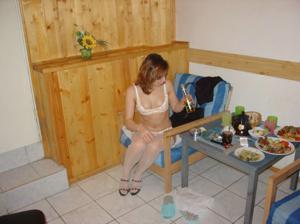 Курит уставшая после сауны - фото #13