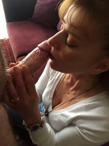 Зрелая берет в рот большой пенис - фото #2