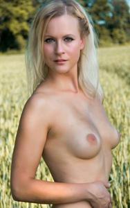 Хорошенькая блондинка Мария - фото #24