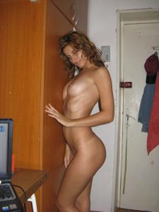 Худая девушка с отличной задницей - фото #7
