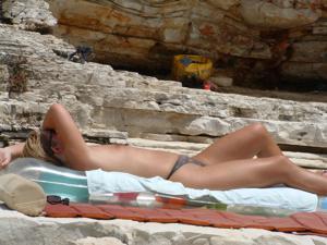 Женщина с маленькими сиськами в отпуске - фото #7