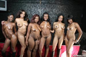 Сексуальные негритянские сучки - фото #34