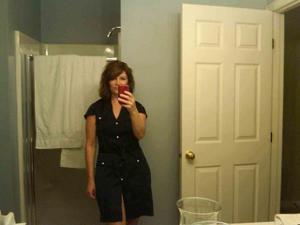 Одинокая женщина постоянно делает селфи в ванной - фото #40