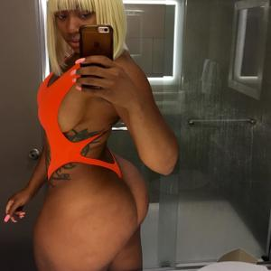 Сочные попки черных секси телок - фото #33