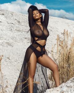 Сочные попки черных секси телок - фото #9