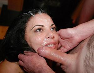 Мало кто так любит сперму как она - фото #10