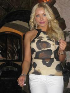 Сексуальность милфы блондинки
