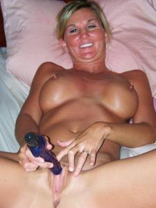 Зрелая жена с силиконовыми сиськами - фото #29