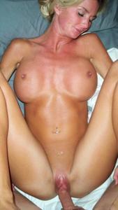 Зрелая жена с силиконовыми сиськами - фото #36