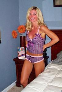 Зрелая жена с силиконовыми сиськами - фото #38
