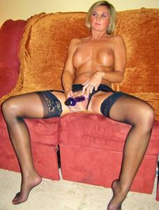 Зрелая жена с силиконовыми сиськами - фото #5