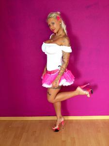 Барби обнажается и даже сосет - фото #3