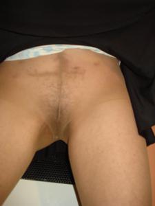 Старая женщина без трусиков под юбкой - фото #4