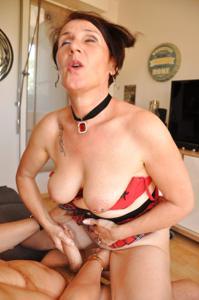 Развратная старушка Карин - фото #14