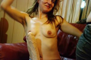 Пьяная Тина подергала себя за соски и достала огромный дилдак - фото #18