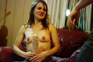 Пьяная Тина подергала себя за соски и достала огромный дилдак - фото #20