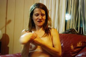 Пьяная Тина подергала себя за соски и достала огромный дилдак - фото #22