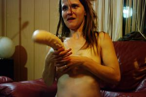 Пьяная Тина подергала себя за соски и достала огромный дилдак - фото #26