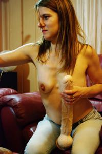 Пьяная Тина подергала себя за соски и достала огромный дилдак - фото #41