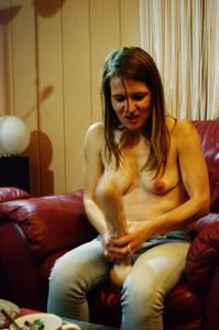 Пьяная Тина подергала себя за соски и достала огромный дилдак - фото #58
