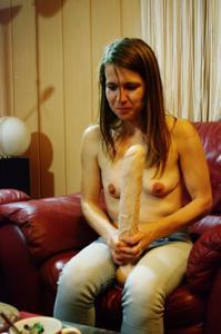 Пьяная Тина подергала себя за соски и достала огромный дилдак - фото #61