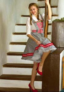 Немки в национальных нарядах - фото #16