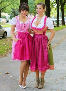 Немки в национальных нарядах - фото #19