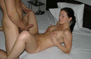 Молодые свингер пары сняли коттедж и занимаются сексом - фото #35