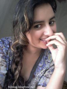 Молодая арабка светанула сиськи - фото #1