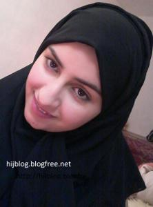 Молодая арабка светанула сиськи - фото #3