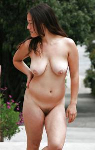 Молодые голые соски на улице - фото #19