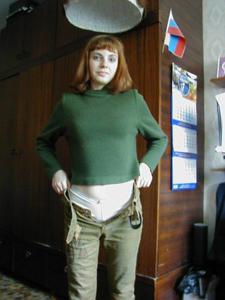 Рыжая дама снимает штаны - фото #1
