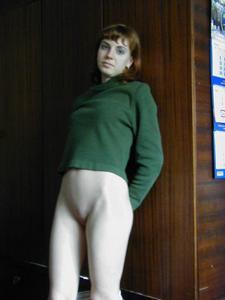 Рыжая дама снимает штаны - фото #18